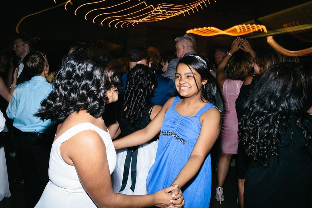 3_Ovation_Chicago_Weddings_Photography_092