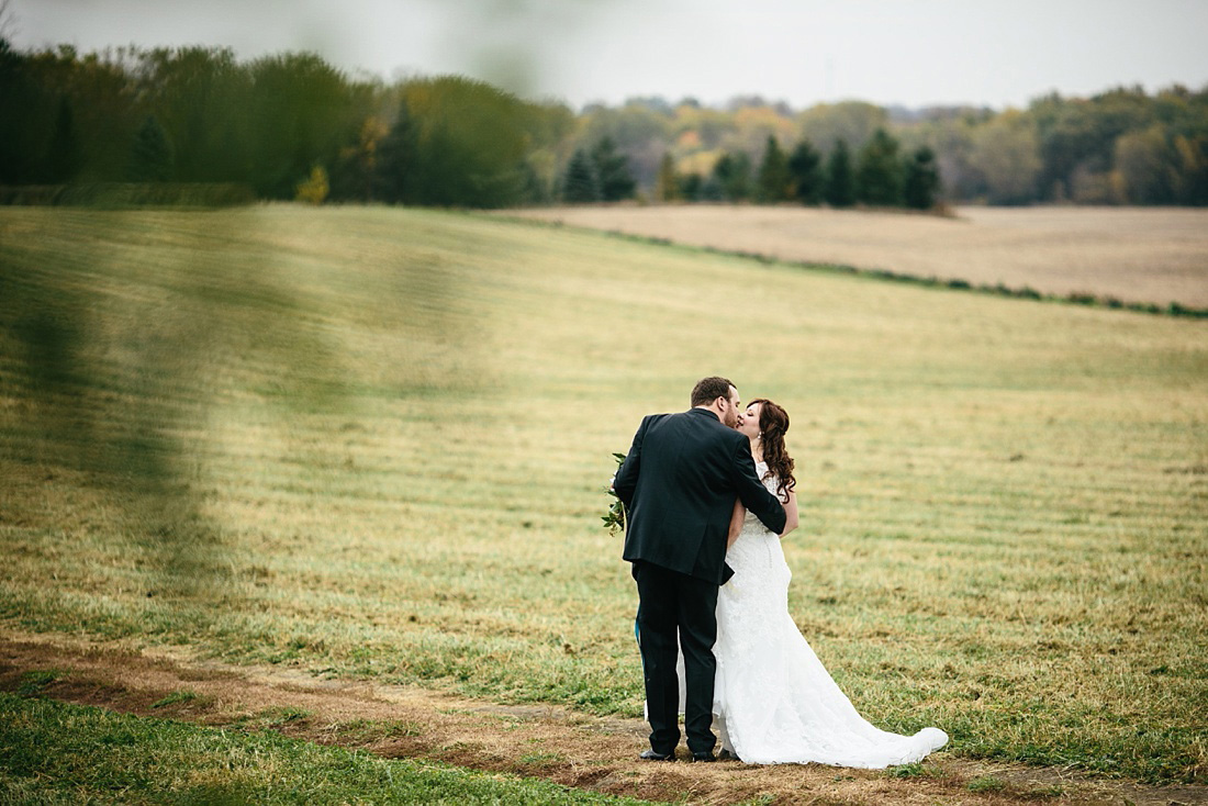 2_Heritage-Prairie-Farms-Weddings-027