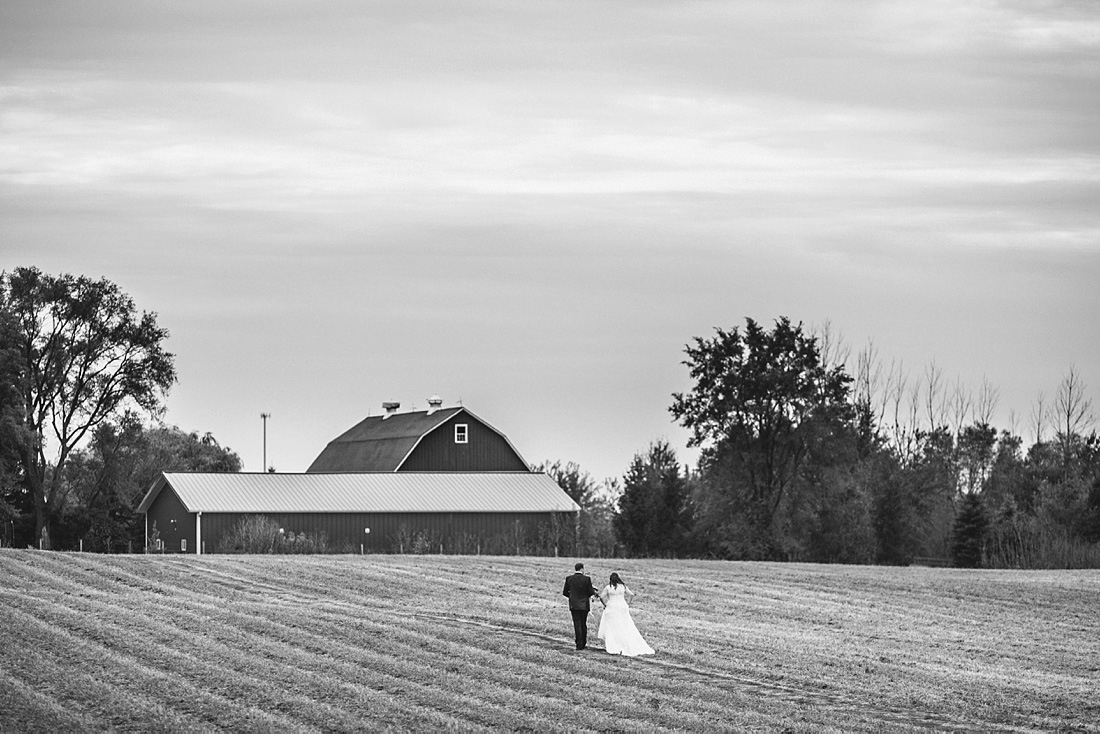 2_Heritage-Prairie-Farms-Weddings-028